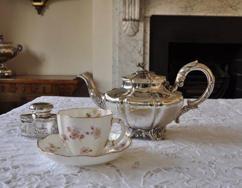 知っておきたい!英国式 お茶会で使われた紅茶道具 11点